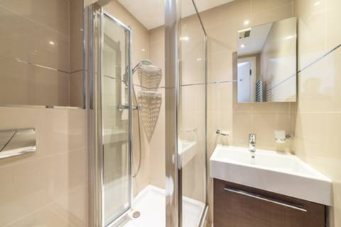 <b>Bathroom</b><span class='dims'></span>