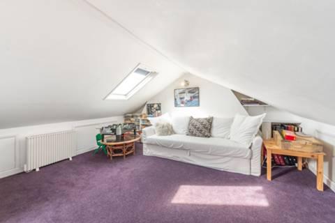 <b>Bedroom</b><span class='dims'></span>