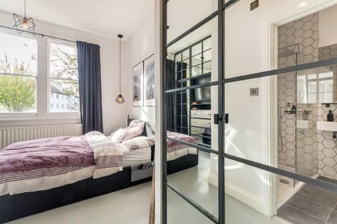 Bedroom in W3