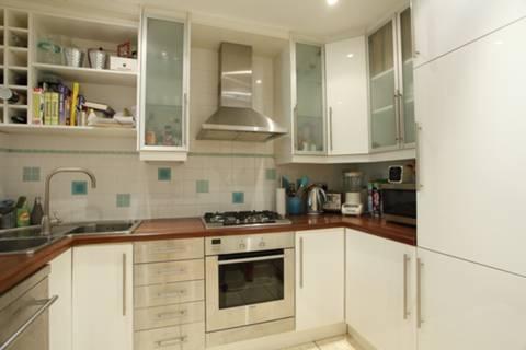 <b>Kitchen</b><span class='dims'> 9'5 x 6'6 (2.87 x 1.98m)</span>