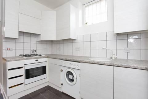 <b>Kitchen</b><span class='dims'> 12' x 7'6 (3.66 x 2.29m)</span>