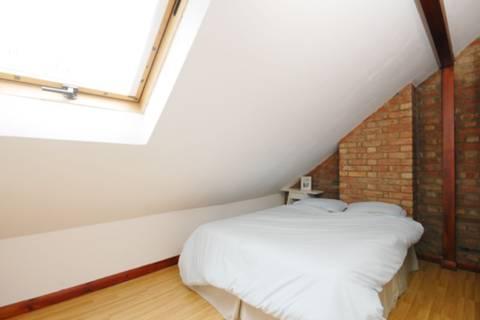 <b>Bedroom</b><span class='dims'> 13'9 x 10' (4.19 x 3.05m)</span>
