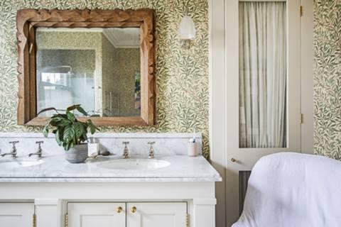 En Suite Bathroom in E5
