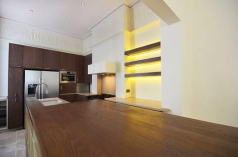 <b>Kitchen</b><span class='dims'> 13'2 x 10 (4.01 x 3.05m)</span>