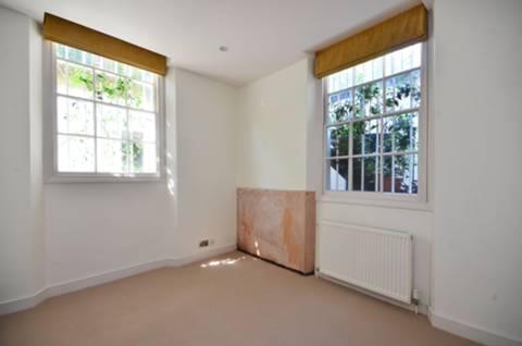 <b>Second Bedroom</b><span class='dims'> 12'7 x 10'8 (3.84 x 3.25m)</span>