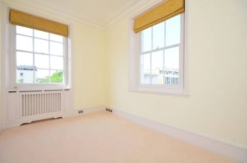 <b>Third Bedroom</b><span class='dims'> 13'6 x 7'11 (4.11 x 2.41m)</span>