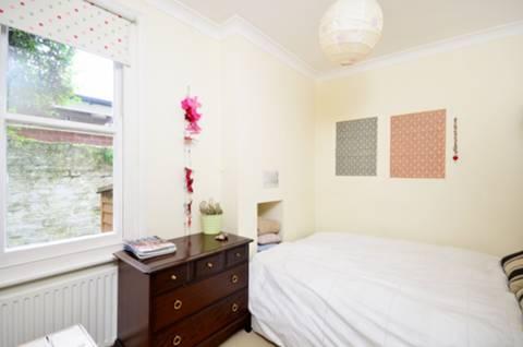 <b>Second Bedroom</b><span class='dims'> 10'9 x 8'2 (3.28 x 2.49m)</span>
