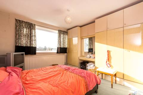 <b>Main Bedroom</b><span class='dims'></span>
