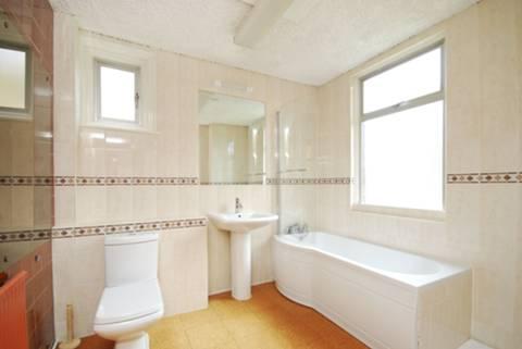 <b>Bathroom</b><span class='dims'> 9'4 x 8'3 (2.84 x 2.51m)</span>