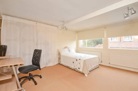 <b>Fifth Bedroom</b><span class='dims'> 21'11 x 14'6 (6.68 x 4.42m)</span>