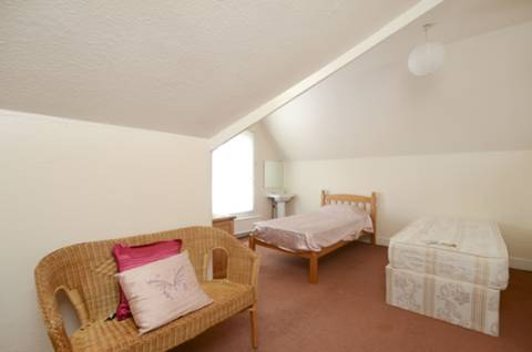 <b>Third Bedroom</b><span class='dims'> 17'4 x 12'10 (5.28 x 3.91m)</span>