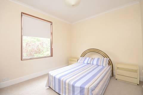 <b>Second Bedroom</b><span class='dims'> 13'1 x 10'7 (3.99 x 3.23m)</span>