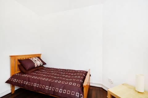 <b>Third Bedroom</b><span class='dims'> 12'3 x 9' (3.73 x 2.74m)</span>