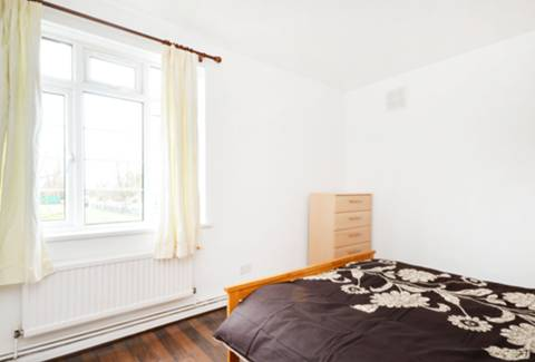 <b>Main Bedroom</b><span class='dims'> 12'3 x 11'3 (3.73 x 3.43m)</span>