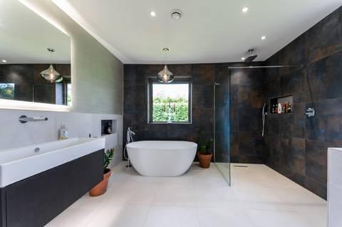 En Suite Bathroom in KT2