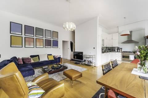 <b>Reception Room/Kitchen</b><span class='dims'> 26'3 x 20'10 (8.00 x 6.35m)</span>