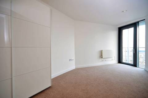 <b>Second Bedroom</b><span class='dims'> 17'6 x 10'9 (5.33 x 3.28m)</span>