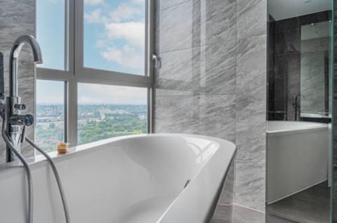En Suite Bathroom in E14