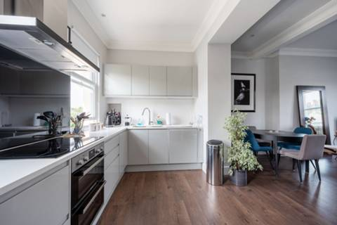 <b>Open-Plan Kitchen</b><span class='dims'></span>