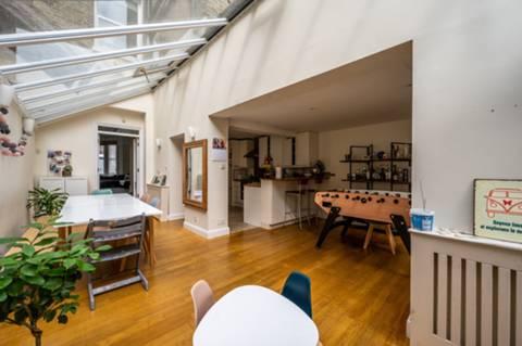 <b>Kitchen/Breakfast Room</b><span class='dims'></span>