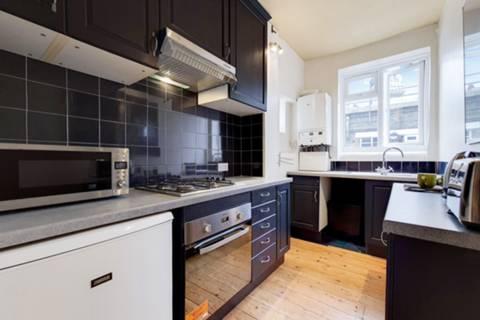 <b>Kitchen</b><span class='dims'> 11'2 x 6' (3.40 x 1.83m)</span>