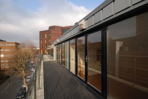 <b>Roof Terrace</b><span class='dims'> 32'8 x 6 (9.96 x 1.83m)</span>