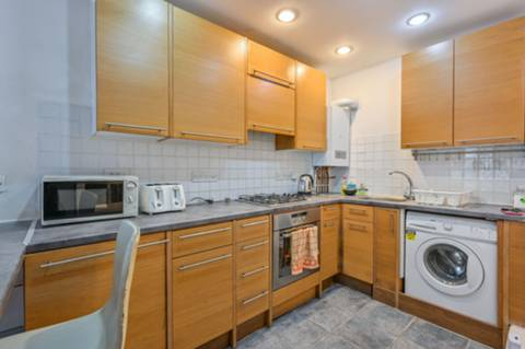 <b>Semi-open-plan Kitchen</b><span class='dims'></span>