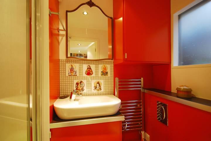 Shower Room in N1