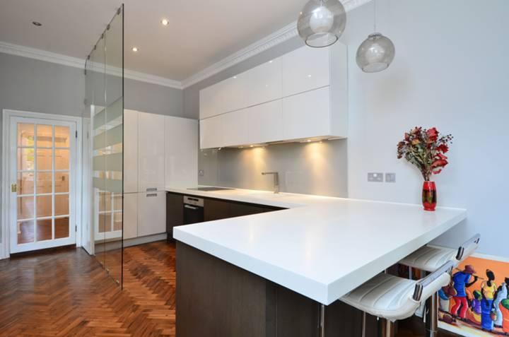 <b>Reception Room/Kitchen</b><span class='dims'> 34&#39;6 x 20&#39;2 (10.52 x 6.15m)</span>