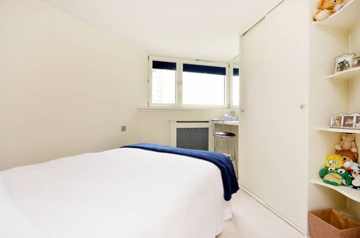 <b>Second Bedroom</b><span class='dims'> 12'5 x 9'2 (3.78 x 2.79m)</span>