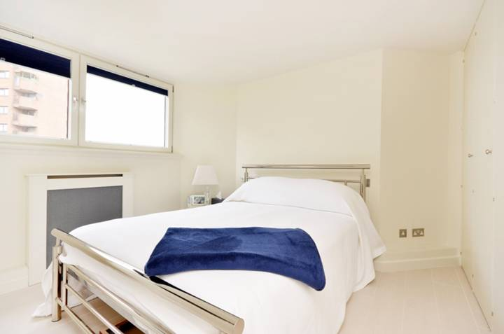 <b>Master Bedroom</b><span class='dims'> 12 x 10 (3.66 x 3.05m)</span>