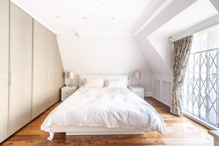 Swimming Pool in SW1X