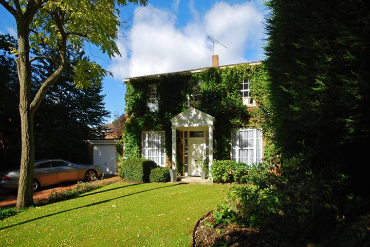 Coombe House Chase, Coombe