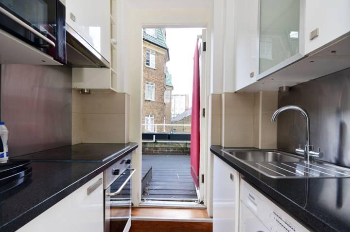 <b>Kitchen</b><span class='dims'> 6' x 4'2 (1.83 x 1.27m)</span>