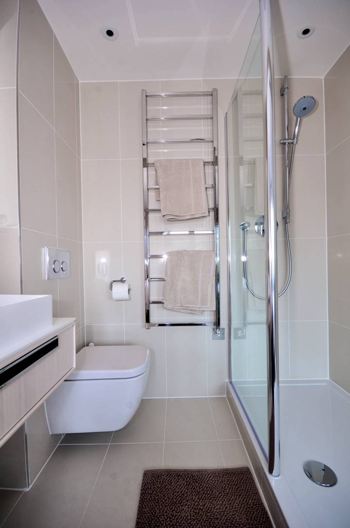 <b>Fifth En Suite Shower Room</b><span class='dims'></span>