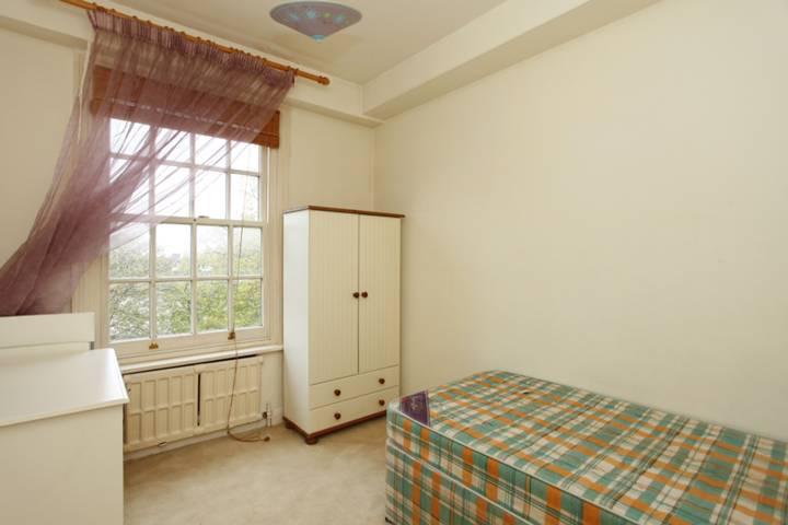 <b>Second Bedroom</b><span class='dims'> 10'9 x 8' (3.28 x 2.44m)</span>