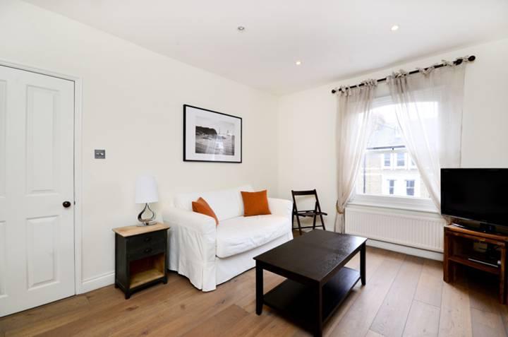<b>Second Bedroom</b><span class='dims'> 13'8 x 10'10 (4.17 x 3.30m)</span>
