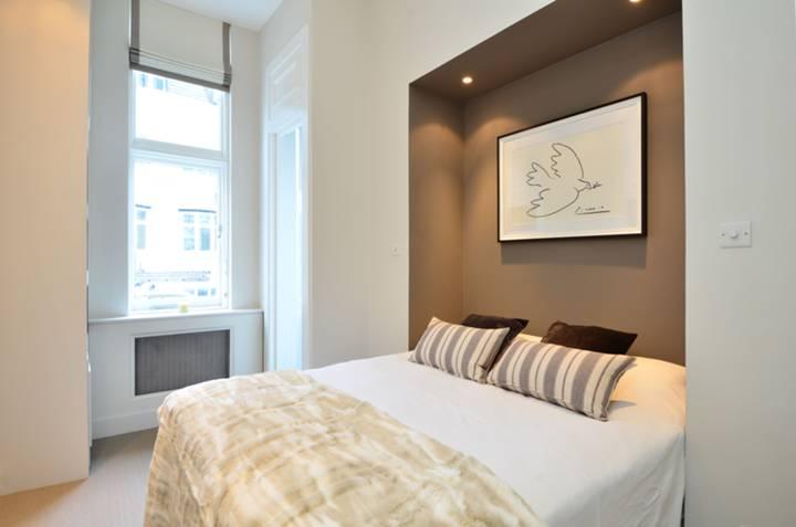 <b>Bedroom</b><span class='dims'> 12'4 x 8'10 (3.76 x 2.69m)</span>