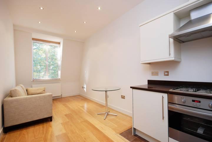<b>Open-Plan Kitchen</b><span class='dims'> 8'3 x 5'3 (2.51 x 1.60m)</span>