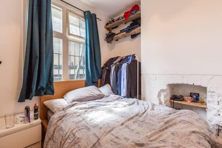 <b>Master Bedroom</b><span class='dims'> 16&#39; x 12&#39;5 (4.88 x 3.78m)</span>