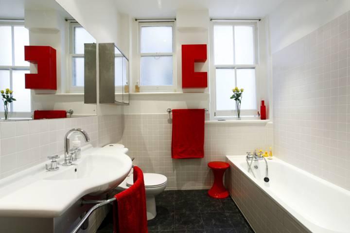 <b>Bathroom</b><span class='dims'> 10'3 x 7'7 (3.12 x 2.31m)</span>
