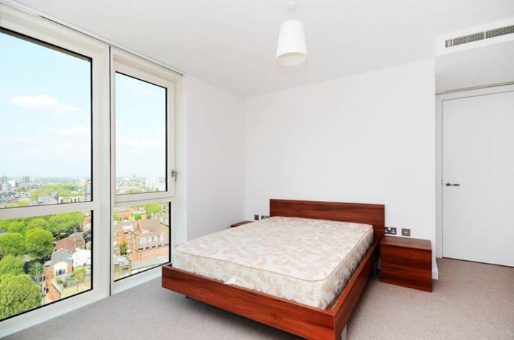 <b>Master Bedroom</b><span class='dims'> 13'7 x 13'3 (4.14 x 4.04m)</span>