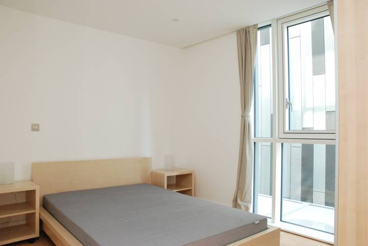 <b>Master Bedroom</b><span class='dims'> 11&#39;3 x 9&#39;3 (3.43 x 2.82m)</span>