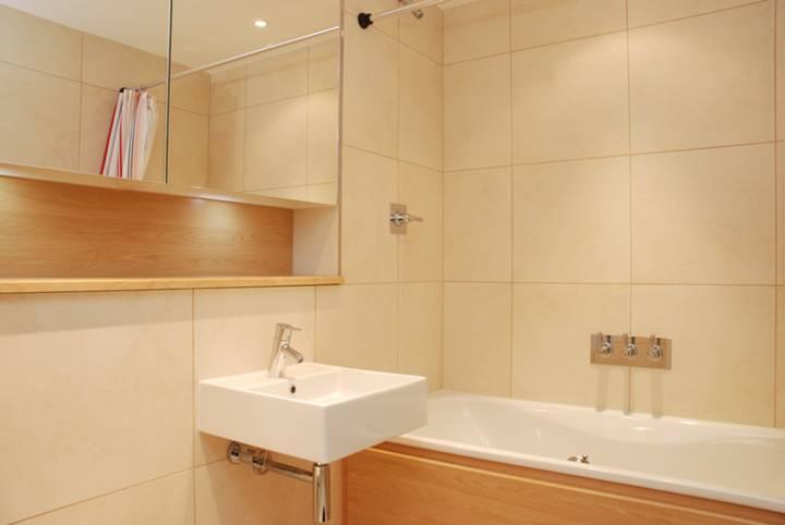 <b>En Suite Bathroom</b><span class='dims'> 7&#39; x 6&#39;3 (2.13 x 1.91m)</span>