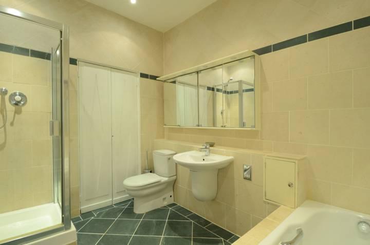 <b>En Suite Bathroom</b><span class='dims'> 11 x 7'9 (3.35 x 2.36m)</span>