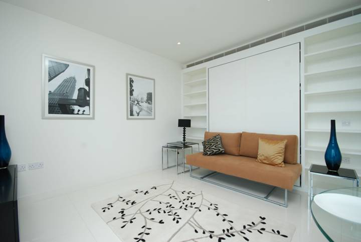 <b>Studio Room</b><span class='dims'> 21'4 x 15'10 (6.50 x 4.83m)</span>