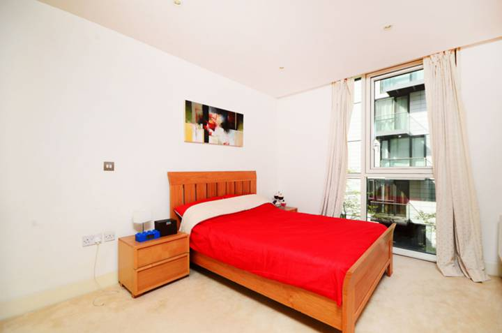 <b>Bedroom</b><span class='dims'> 12 x 9'6 (3.66 x 2.90m)</span>