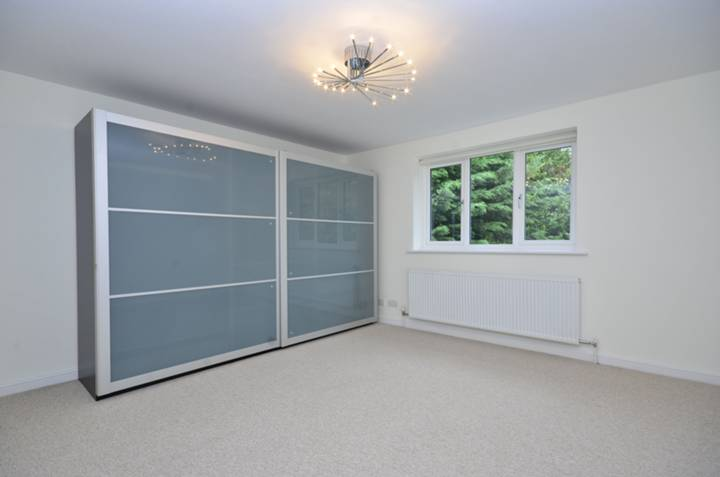 <b>Fourth Bedroom</b><span class='dims'> 12'8 x 8'9 (3.86 x 2.67m)</span>