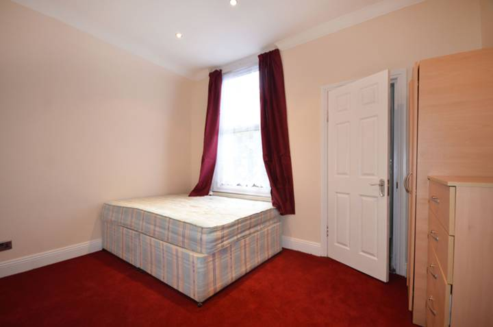 <b>Second Bedroom</b><span class='dims'> 12&#39;3 x 10&#39; (3.73 x 3.05m)</span>