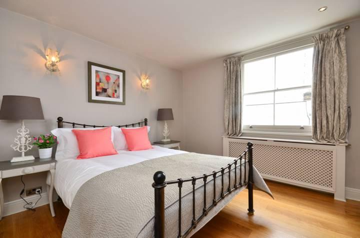 <b>Second Bedroom</b><span class='dims'> 13&#39;3 x 12&#39;9 (4.04 x 3.89m)</span>